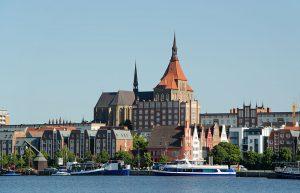800px-Rostock_nördl_Altstadt_mit_der_Marienkirche